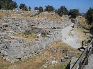 Troia - zidurile cetatii