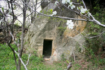 Biserica-rupestra-Alunis-judetul-Buzau_02
