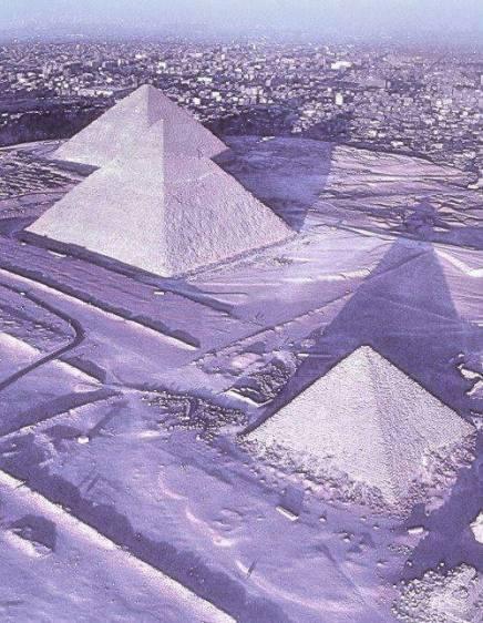 Giza sotto la neve.