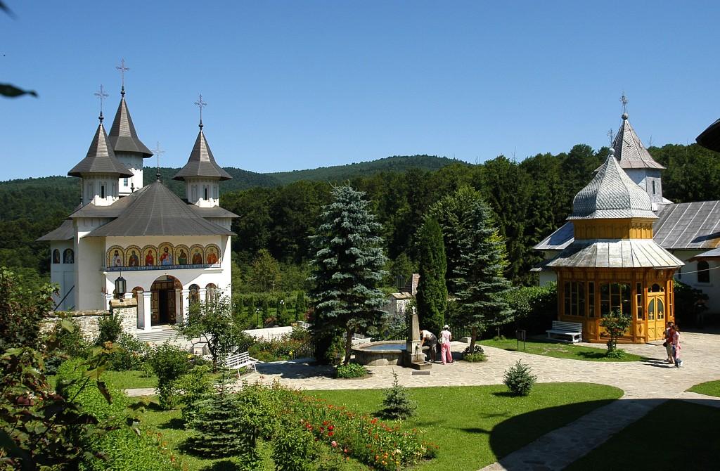 Manastirea_Sihastria_.JPG